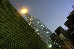 The only shot from NY (Nino H) Tags: city usa ny newyork night buildings manhattan empirestatebuilding nuit oneshot abigfave impressedbeauty travelerphotos frommywindowofw