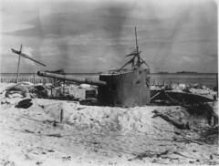 Japanese Shore Battery - Tarawa (afigallo) Tags: japanese war gun pacific wwii bunker ww2 marines 55 naval destroyed engineers tarawa betio