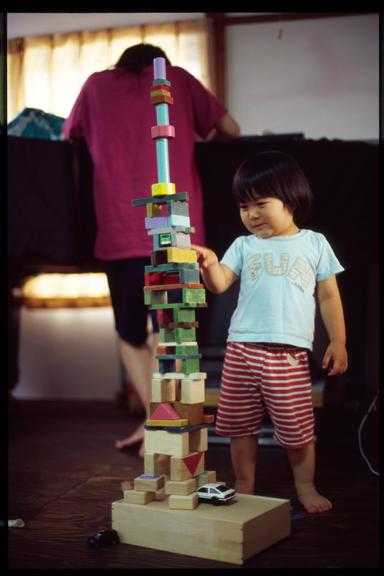 070710_FE2_MF50mmF1.4_KODAK_E100G-4-05 building blocks Tokyo Tower