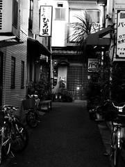 (Bernat Nacente) Tags: bw white black japan canon tokyo ixus   asakusa 50 blanc negre jap   tokio taito    taitou  nohdr