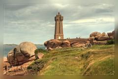 Granit Rose (Stirwen) Tags: lighthouse britain bretagne beacon phare lighttower ploumanach ctedegranitrose ctedarmor tamron1750mmf28 eos400d