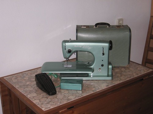 Sewing Machine- with all it's goodies