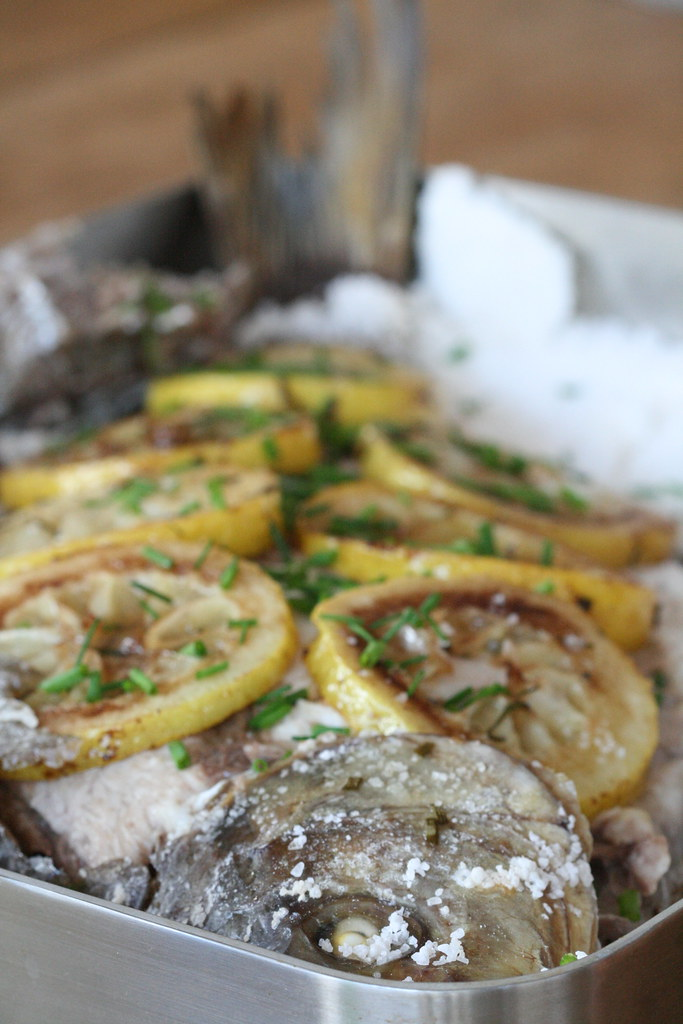 Bream baked under salt crust / Ahjulatikas soolateki all