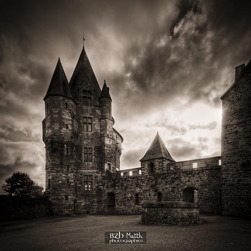 La Tour Saint-Laurent depuis la cour intérieure du château de Vitré