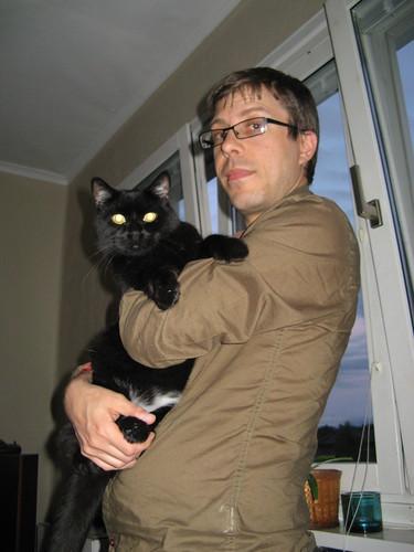 Johan är lycklig bland katter