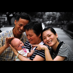 Familia (lifemage) Tags: china new family portrait baby love canon rebel hall momo shanghai classics   bodhi xti lifemage  400d taolijing fame portrait
