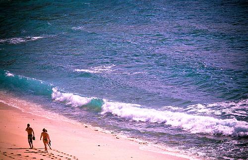 Jalan di pantai