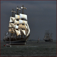 S = sailship (Frizztext) Tags: history canon stpetersburg square interestingness google community bravo photographer russia explore galleries tallship past mir vlissingen blastfromthepast sailship 500x500 magicdonkey 100faves powershota700 frizztext 20070901 worldbest holidaysvacanzeurlaub frhwofavs platinumheartaward sailderuyter 240x240 worldtrekker winner500