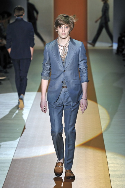 Axel Gillot3012_SS11_Milan_Gucci(first VIEW)