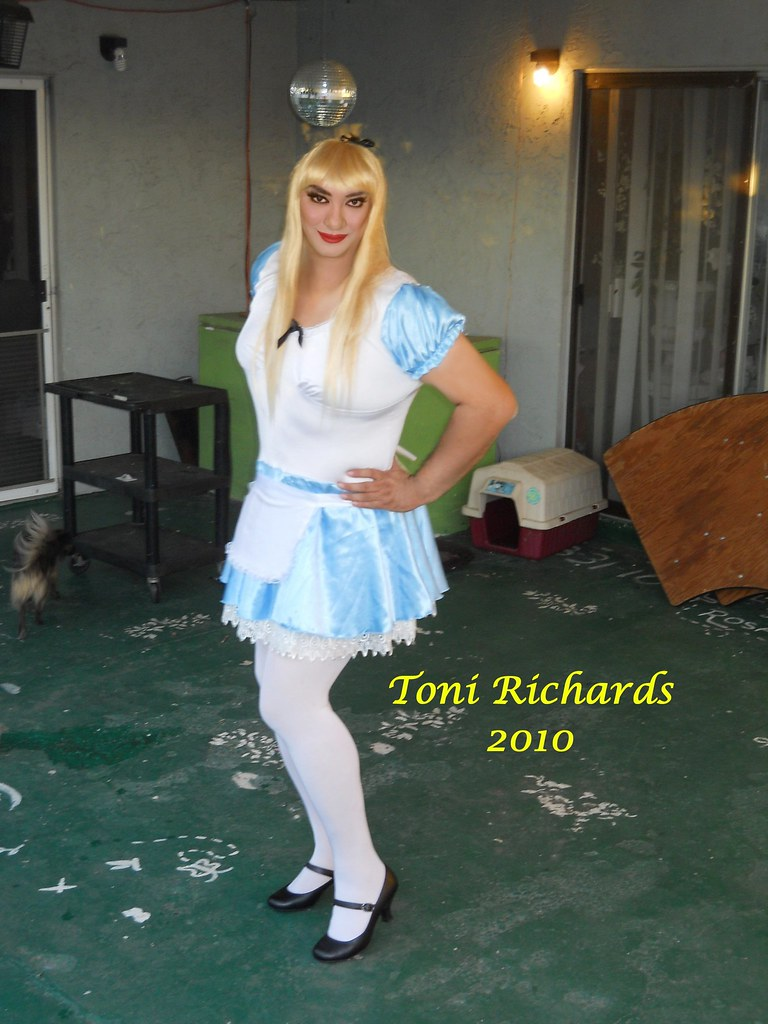 Transvestite alice in wonderland