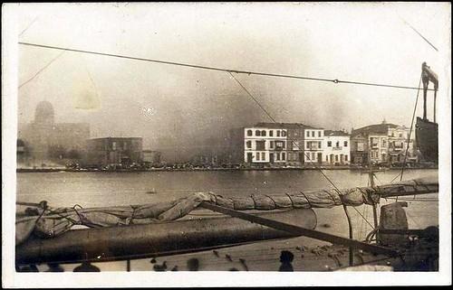 İzmir yanıyor.