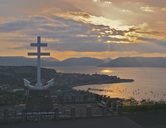 Gourock Glowing (ericwyllie) Tags: longexposure sunset mountains colour home nature clouds canon river landscape eos 350d scotland clyde landscapes aperture eric flickr cityscape time outdoor hometown sunny timeexposure 350 gourock 2007 gloaming inverclyde tamron70300mm ericwyllie imagetype photospecs stockcategories