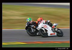 Jugando a las carreras (Ximo2) Tags: espaa 20d canon velocidad carreras motos circuito ostrellina