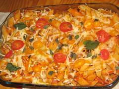 Macarronis (Renata F. Oliveira) Tags: food portugal cheese dinner tomato sauce comida pasta massa queijo basil coimbra jantar tomate italianfood comidaitaliana macarro manjerico molho