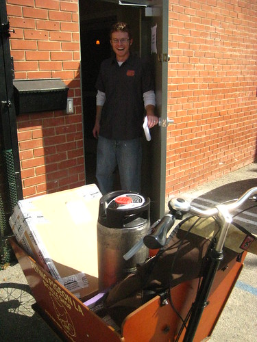 Jeremy, co-owner of Eagle Rock Brewery, having a chuckle at our keg transport via bakfiets method.