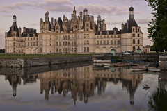 Chambord (seryani) Tags: france reflection castle tourism rio canon reflections river dark atardecer europa europe dusk palace reflejo chambord chateau loire loirevalley francia canonef2470mmf28lusm castillo 2470l loira anochecer 2470 chateauxdelaloire canoneos5dmarkii 5dmarkii