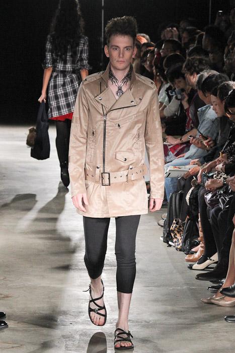 Vincent Hoogland3038_SS11_Tokyo_GUT'S DYNAMITE CABARETS(Fashionsnap)