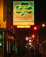 Silky O'Sullivan's (Flagman00) Tags: sign night photography neon tn memphis shamrock bealest silkyosullivans