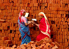 Recess (sanjib ganguly) Tags: india brick construction women daily tobacco nagpur laborers wages impressedbeauty 50millionmissing sanjibganguly availablelightpicture