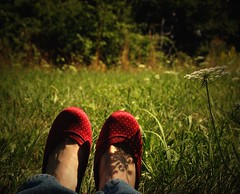 (dlemieux) Tags: light red summer sunlight selfportrait green me colors grass self rouge rojo weeds shoes colorful shadows dlemieux arboretum polkadots diana vignetting roslindale 510favorites myfavoriteshoes
