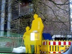 2010.5.7 096 (catarina.berg) Tags: house station yellow stairs germany deutschland couple child hamburg mother bahnhof railways altona autozug