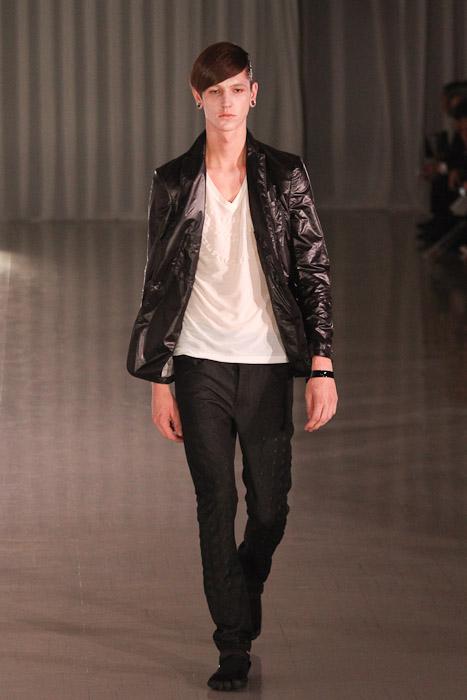 SS11_Tokyo_MOLFIC010_Tommy Cox(Fashionsnap)