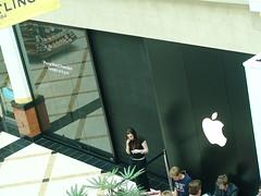 Live Bogging iPhone Launch Closing door