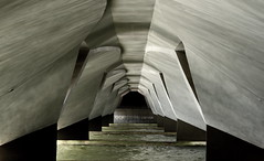 modern cavern (BeppeRdam) Tags: bridge water canon eos design construction singapore geometry engineering structure civil blueribbonwinner utatafeature 400d