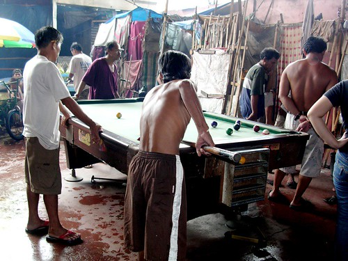 Philippinen  菲律宾  菲律賓  필리핀(공화국) Pinoy Filipino Pilipino Buhay  people pictures photos life  city, man, Tondo, Manila Philippines, playing, billiards men