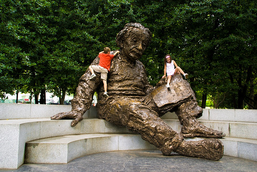 Einstein Memorial by riacale.