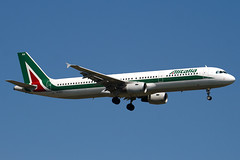 EI-IXH - 940 - Alitalia - Airbus A321-112 - 100617 - Heathrow - Steven Gray - IMG_4162