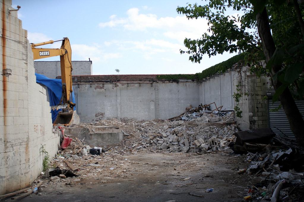 Proscenium of destruction