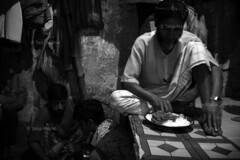 DSC_1121 (Tanja on flikr) Tags: 2005 bw india eating rickshaw kolkata puller westbengal black38white