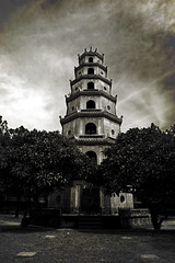 Vietnam - Hue - Pagoda Siete Pisos - I - Sepia (bizen99) Tags: sepia pagoda vietnam hue siete pisos thienmu bizen99vietnam