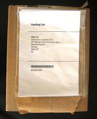 Het pakketje is binnen, rechtstreeks gekocht bij de online Apple Store, maar toch geadresseerd aan een distributeur (?) in Limburg.