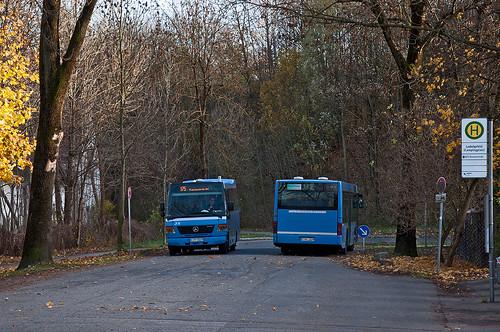 Abfahrt: Der Kleinbus fährt zur Fasanerie, der Solobus macht sich auf den Weg zum OEZ