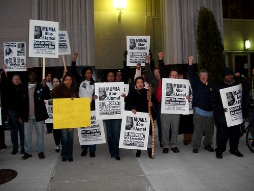 International day of solidarity with political prisoner and death row inmante Mumia Abu-Jamal in Detroit on Nov. 6, 2010. The picket coincided with the federal appeals court hearing in Philadelphia that same day. (Photo: Abayomi Azikiwe) by Pan-African News Wire File Photos