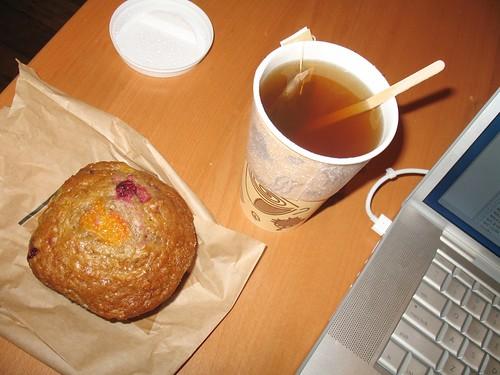 Blenz - raspberry apricot bran muffin & orange spice tea