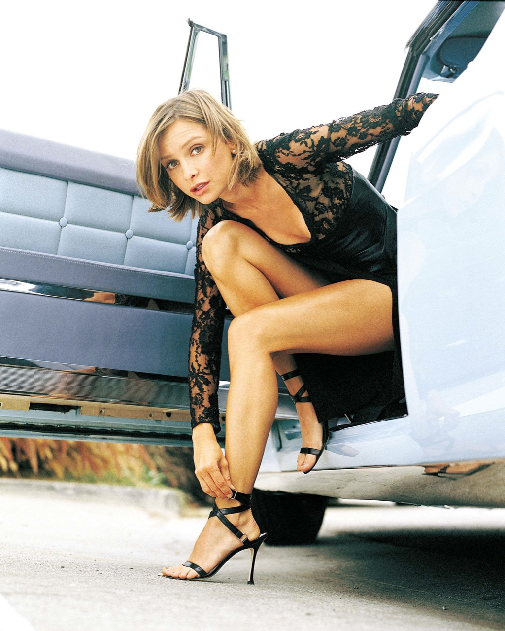sexy girls wallpaper: Calista Flockhart sexy miniskirt and