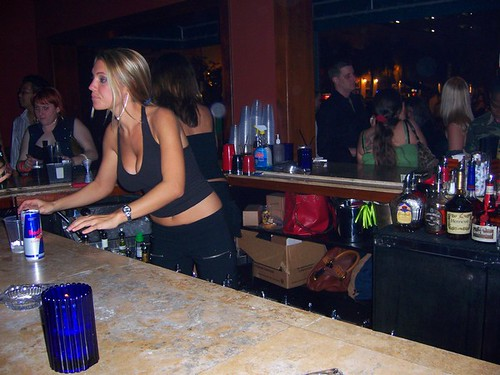 ... I like the bartendeR ... I am at the bar wit Her !