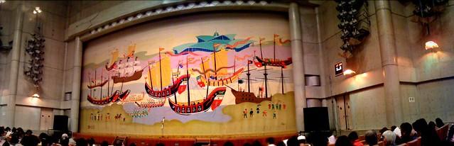 翔べ!尚巴志@コンベンション劇場、スタンバイOK!(iPhoneパノラマ)
