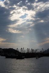 Harbour Rays (Sean Maynard) Tags: china sunset water boats island hongkong harbor harbour rays beams sunbeams cheungchau outerislands