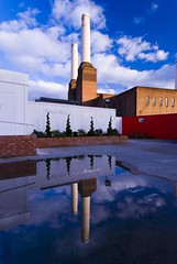 Battersea power station (Miodrag Bogdanovic mitja) Tags: blue red sky reflection building london water station architecture power battersea batterseapowerstation flickrsbest abigfave impressedbeauty