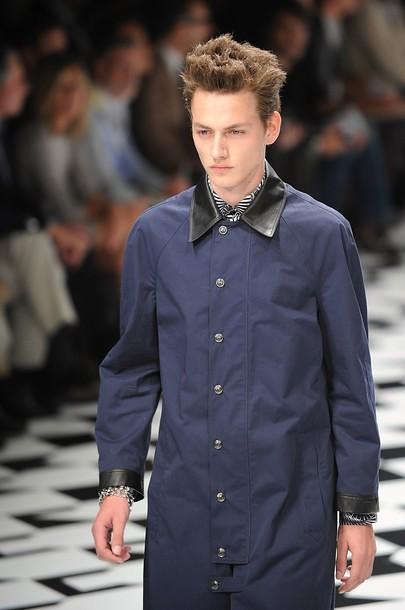 Jakob Hybholt3634_SS11_Milan_Versace(daylife)