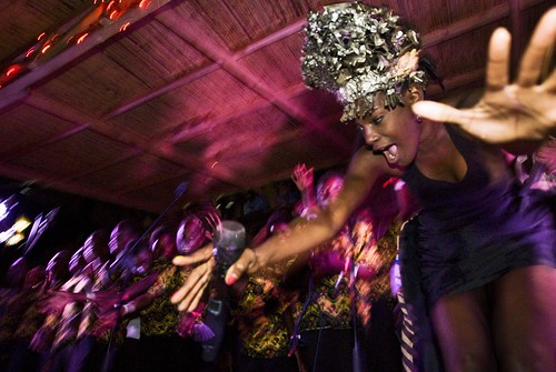 Noisettes acoustic set with the Jacaranda School choir