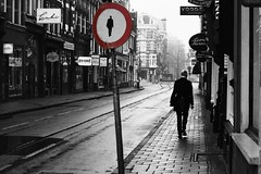 Walkman ( Jakub Jurkowski) Tags: city white man black holland wet netherlands amsterdam fog walking 50mm 300d walkman expression shade nl gentleman jakub skape holandia 123bw hjagien jurkowski wwwjakubjurkowskicom