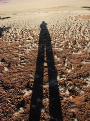 takin pics in the namibrand (Flavia_FF) Tags: africa shadow portrait selfportrait silhouette self southafrica sketch photo sand desert photos ombra line figure autoritratto form outline shape sideview namibia rand contour deserto takingpictures namib likeness namibdesert delineation figuration takinpictures lineament namibrand lineation