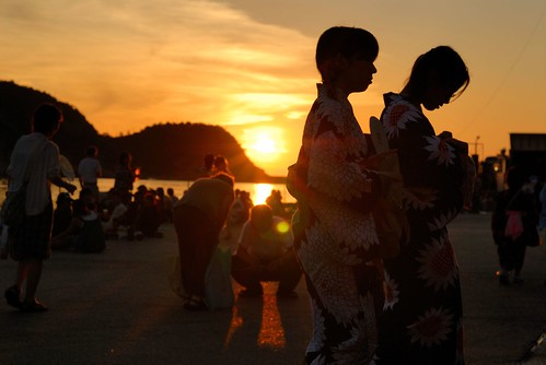 The setting sun and yukata girl