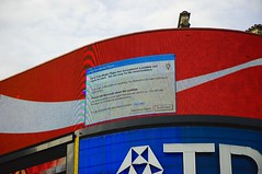 Piccadilly Circus - Microsoft affect Coca-Cola ads (second shot zoomed)