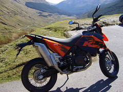 ktm 690 at loch lomand (easyrider4567) Tags: ktm 690 motorbikes